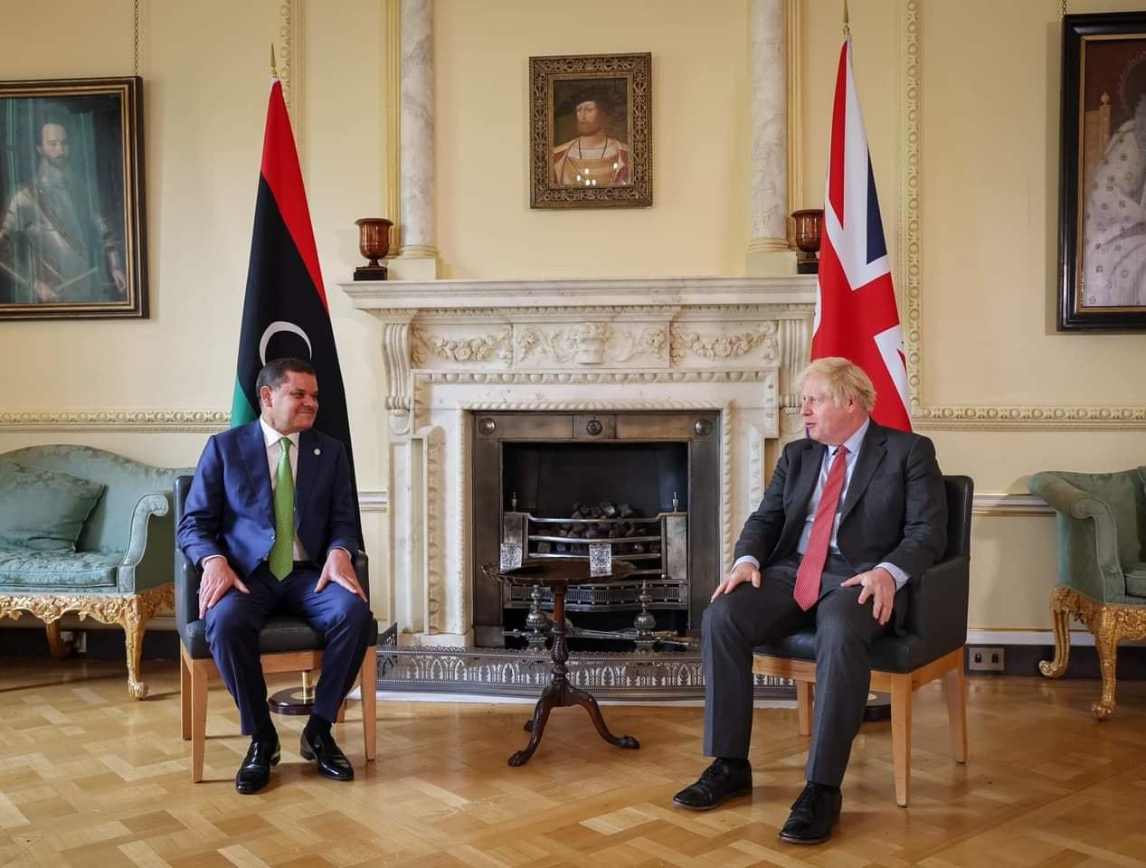 رئيس الحكومة يُجري محادثات في لندن مع نظيره البريطاني