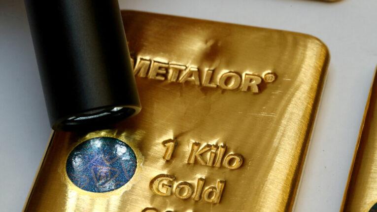 ارتفاع أسعار الذهب بفعل تراجع الدولار الأمريكي