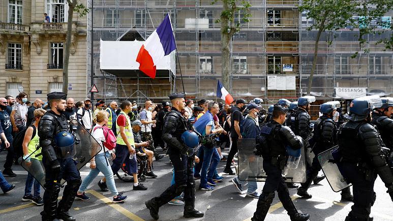 مظاهرات في باريس احتجاجاً على إجراءات كورونا