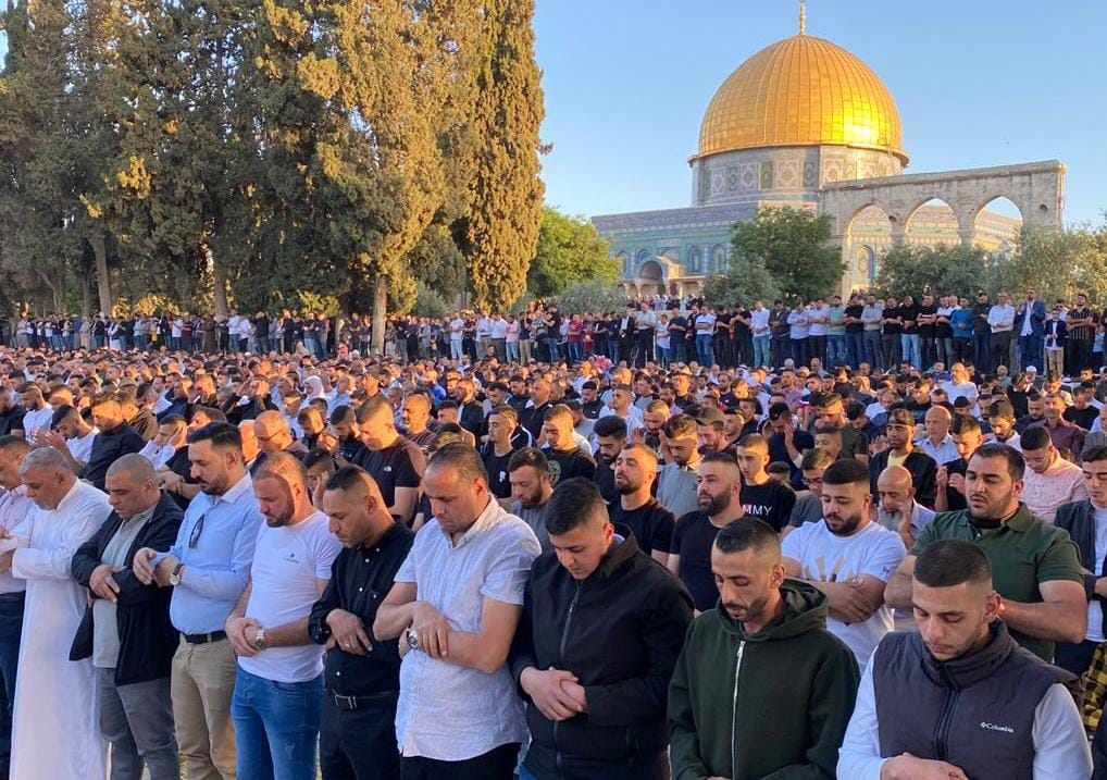 أكثر من 100 ألف يُؤدون صلاة العيد في الأقصى المُبارك