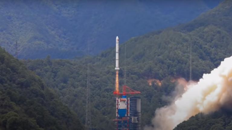 الصين تُطلق قمراً صناعياً الأول من نوعه للأرصاد الجوية