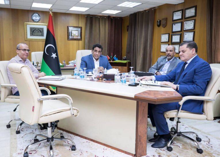 الرئاسي يُناقش مع رئيس الحكومة آخر المستجدات في البلاد