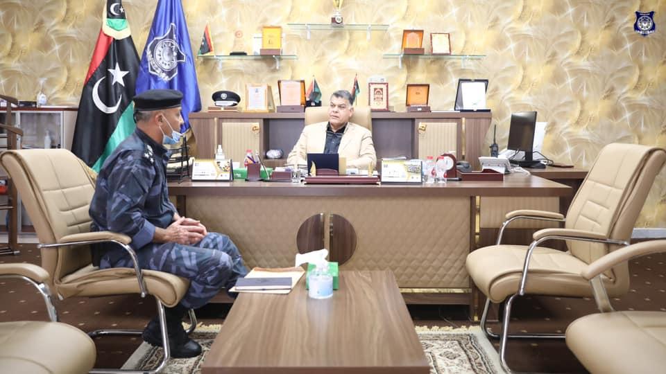 وزير الداخلية يُتابع سير العمل بإدارة الدعم المركزي