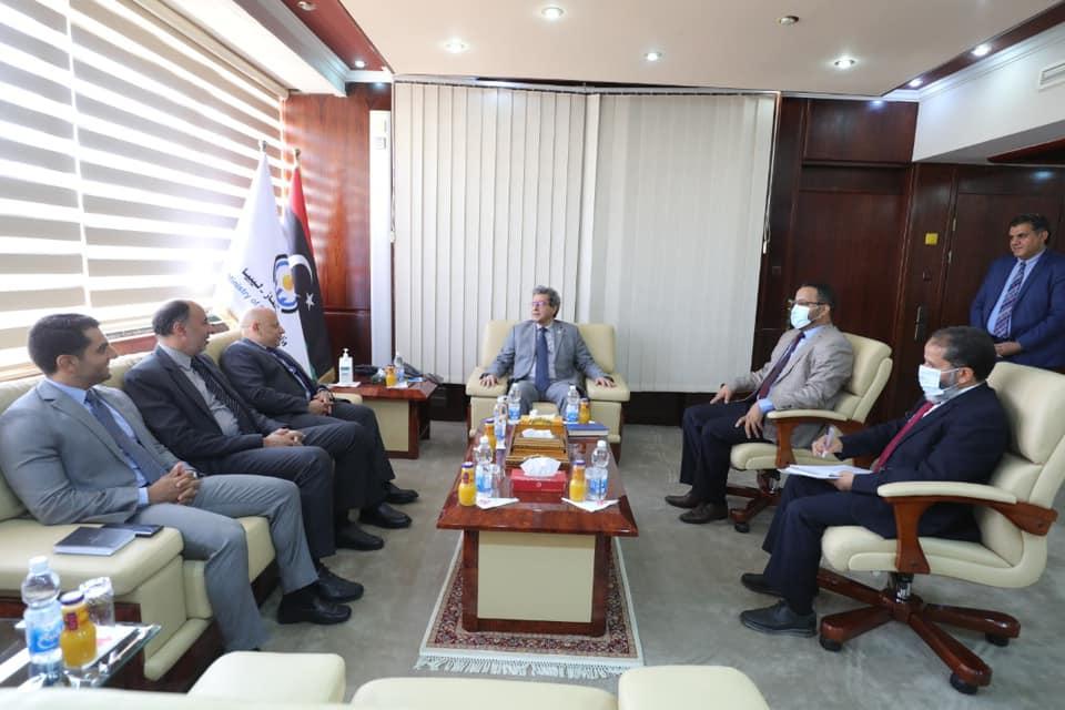 رئيس البعثة المصرية في طرابلس يُجري لقاءات مع مسؤولي الحكومة