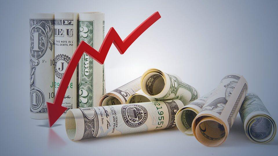 سعر الدولار يتراجع عالمياً عن أعلى مستوياته منذ أشهر