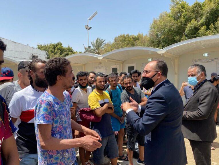 سفير تونس بطرابلس يُتابع أوضاع المهاجرين التونسيين