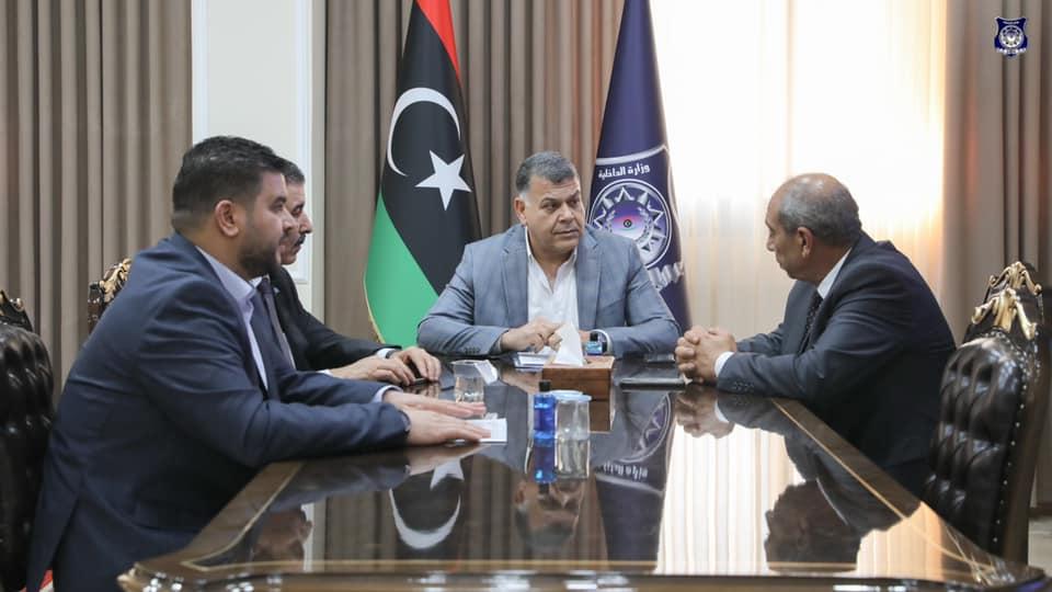 وزير الداخلية يستعرض مع وكلاء الوزارة الأعمال المنجزة