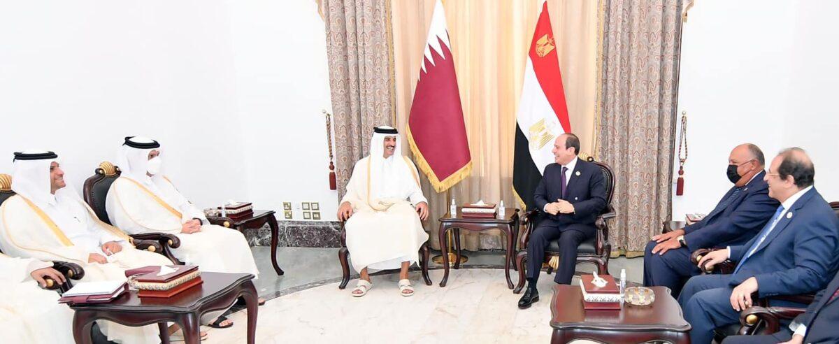 لأول مرة منذ سنوات.. أمير قطر يلتقي الرئيس المصري