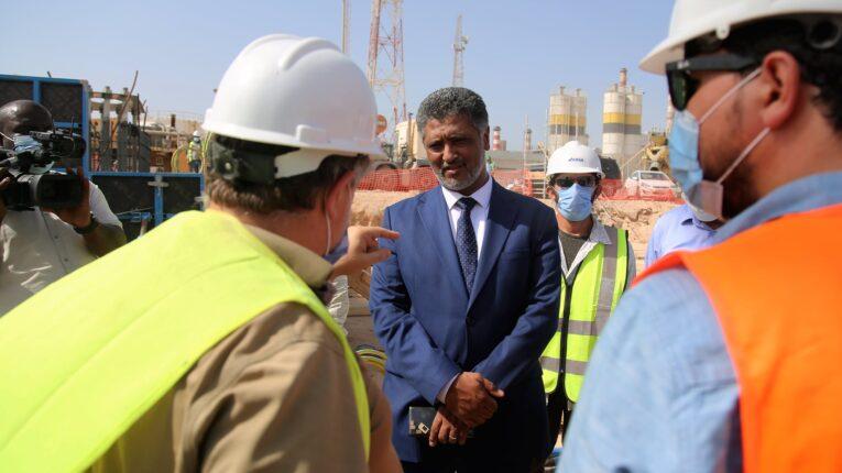 رئيس شركة الكهرباء يتفقد مشروع محطة غرب طرابلس الاستعجالي