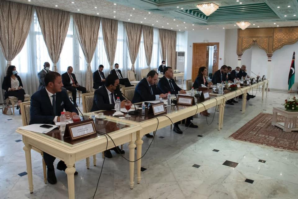 وفد وزاري يُجري مباحثات موسعة في تونس
