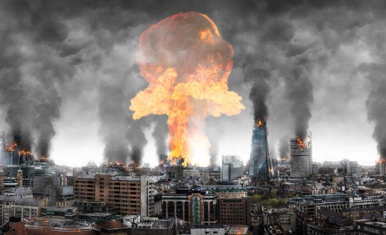 تحذيرات من حرب نووية تُهدد البشرية