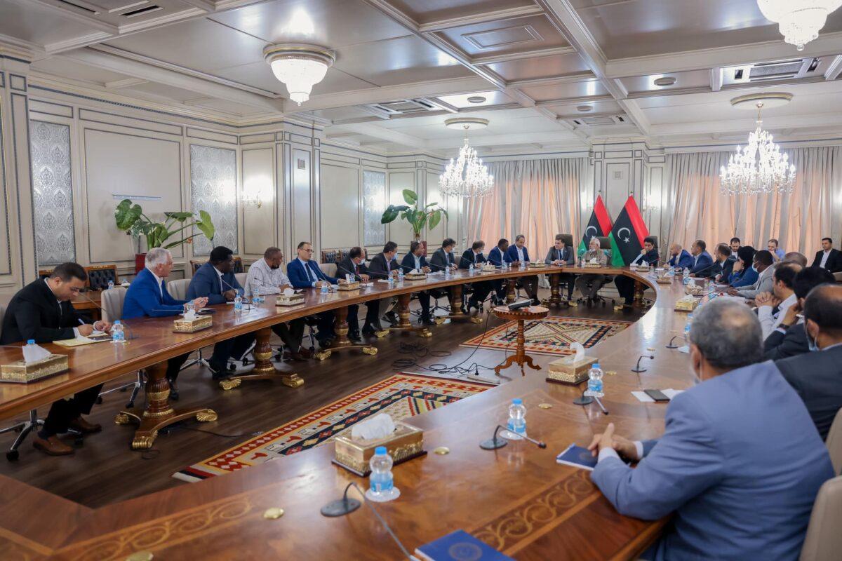 «الدبيبة» يلتقي عددًا من النوّاب بحضور رئيس المجلس الرئاسي