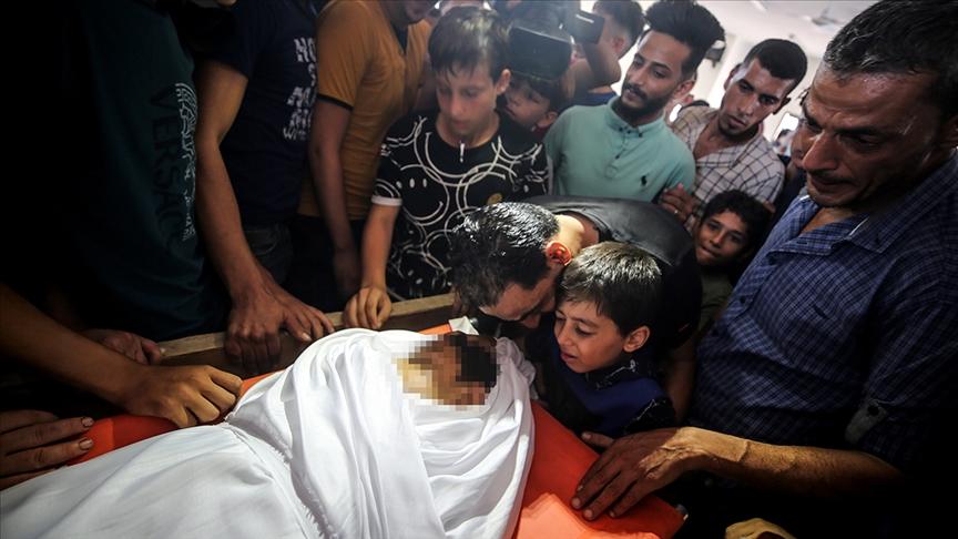 تشييع جثمان طفل فلسطيني قُتِل برصاص إسرائيلي في غزة