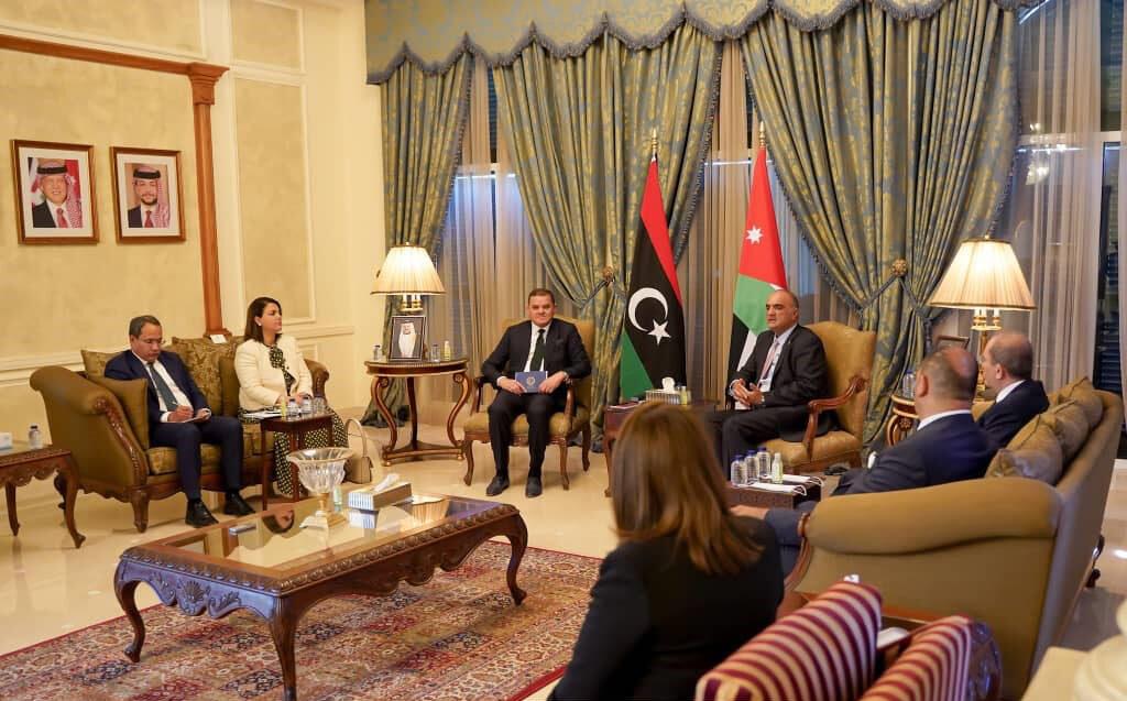 رئيس الحكومة يعقد جلسة عمل موسعة مع نظيره الأردني