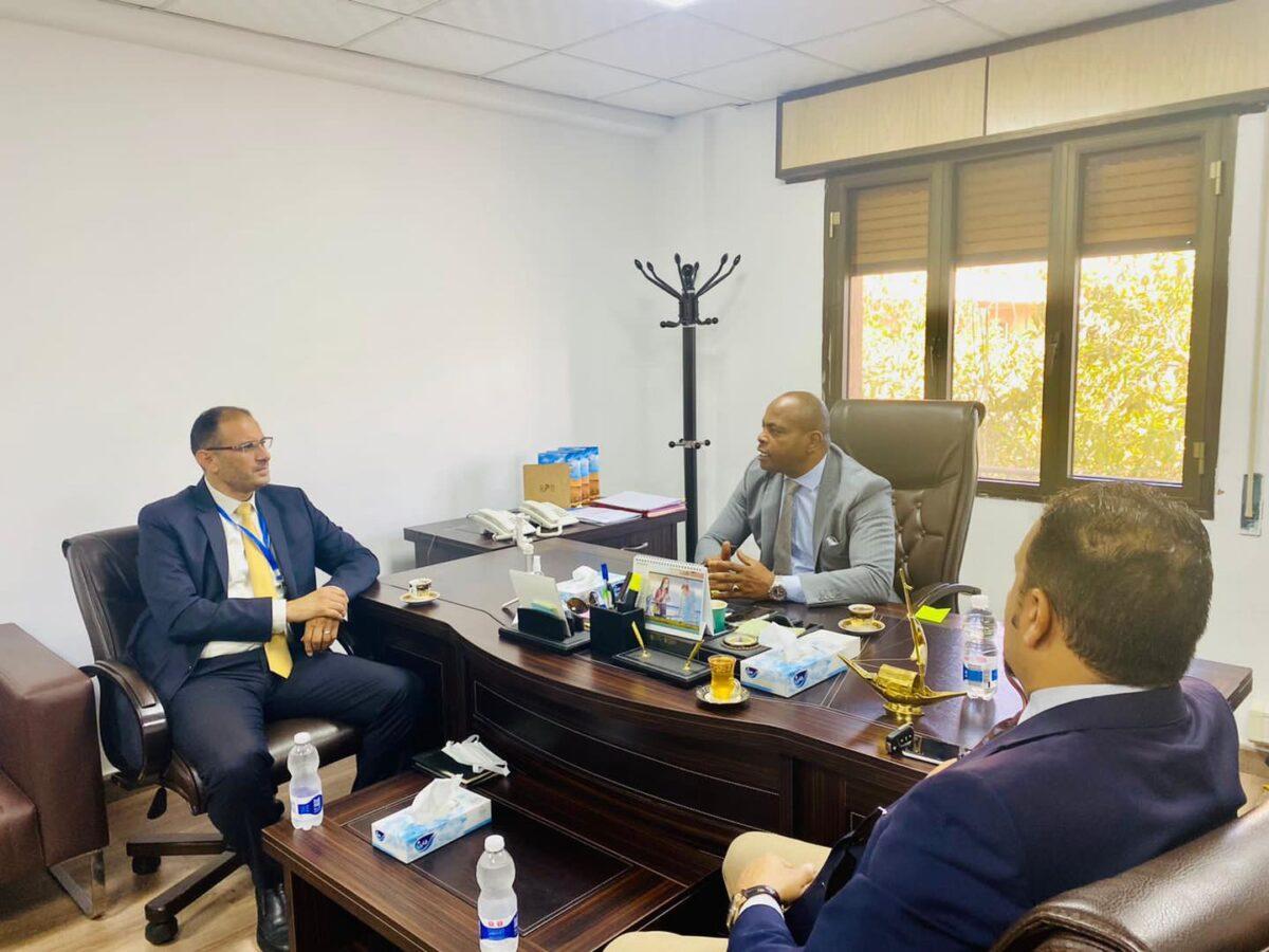 الخارجية تبحث إمكانية دعم البنك الإسلامي لمشاريع التنمية في ليبيا