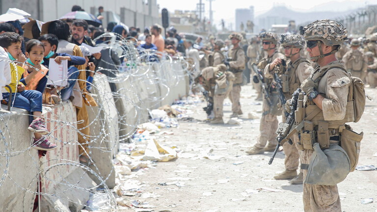 السفارة الأمريكية تُحذّر من تهديد حقيقي قرب مطار كابل
