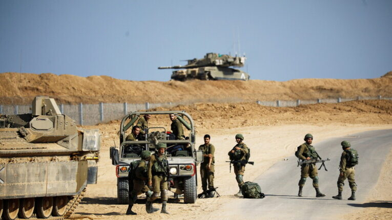 الجيش الإسرائيلي يُعزّز قواته على الحدود مع غزة
