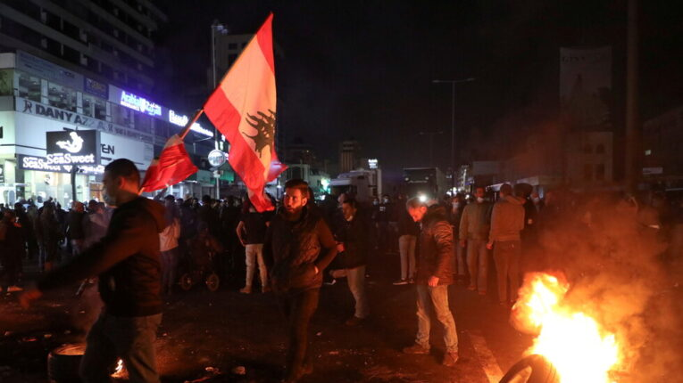 تحذيرات من انفجار اجتماعي في لبنان
