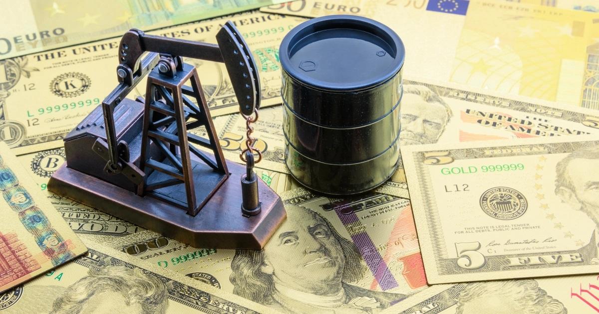 النفط يرتفع مدعوماً بضعف الدولار الأمريكي