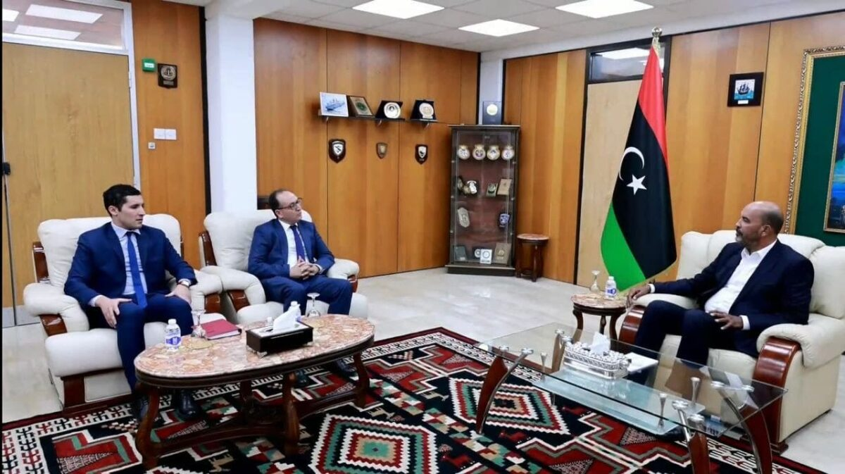 الرئاسي يبحث تعزيز العلاقات مع تونس