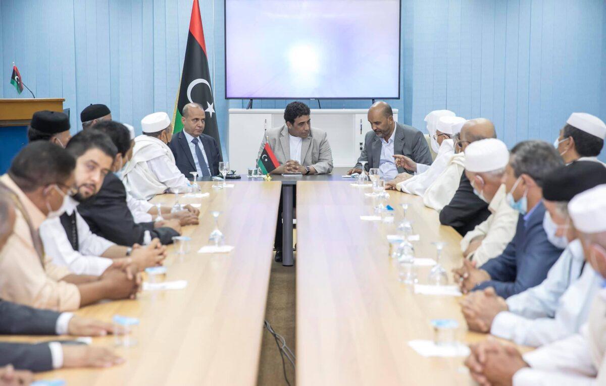 الرئاسي يبحث ملف المصالحة مع وجهاء وأعيان قبيلة المقارحة