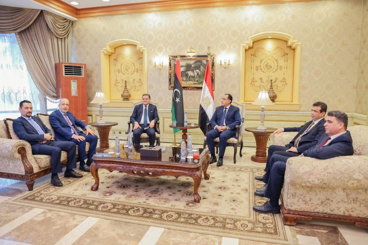رئيس الحكومة يصل مصر في زيارة رسمية