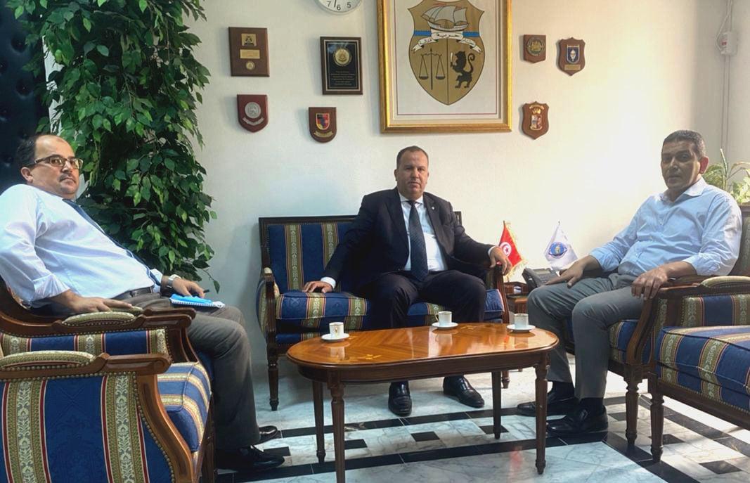 السفارة الليبية بتونس تُناقش مسألة إغلاق الحدود بين البلدين