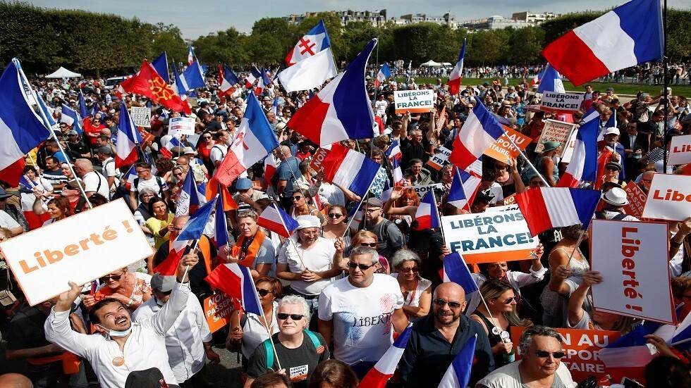 عشرات الآلاف يتظاهرون في أنحاء فرنسا ضد تصريح كورونا