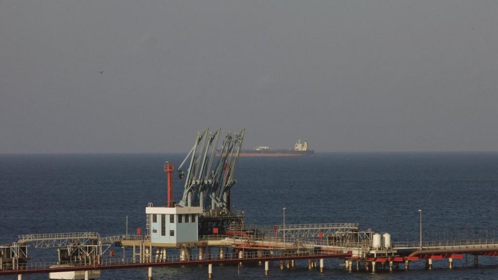 مؤسسة النفط تُعلن إنهاء الاعتصام بميناء الحريقة وعودة عمليات التصدير