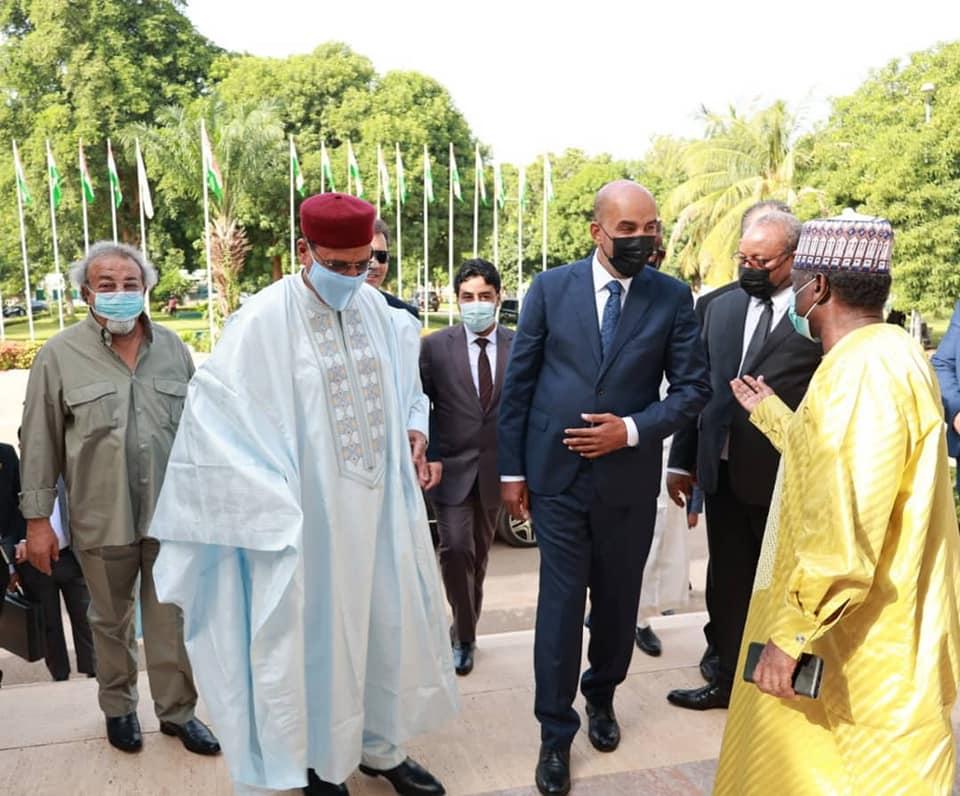 «الكوني» يُجري مباحثات مع رئيس النيجر