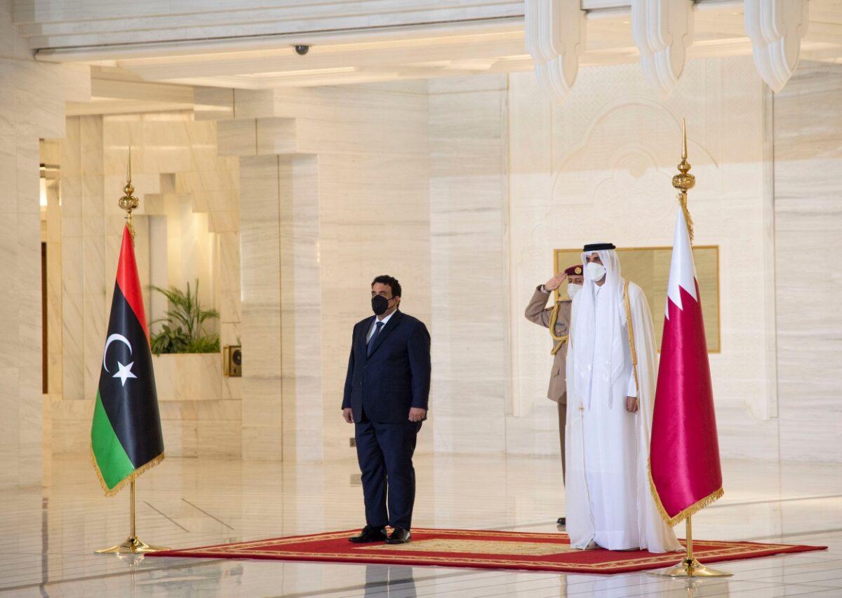 رئيس المجلس الرئاسي يلتقي أمير قطر