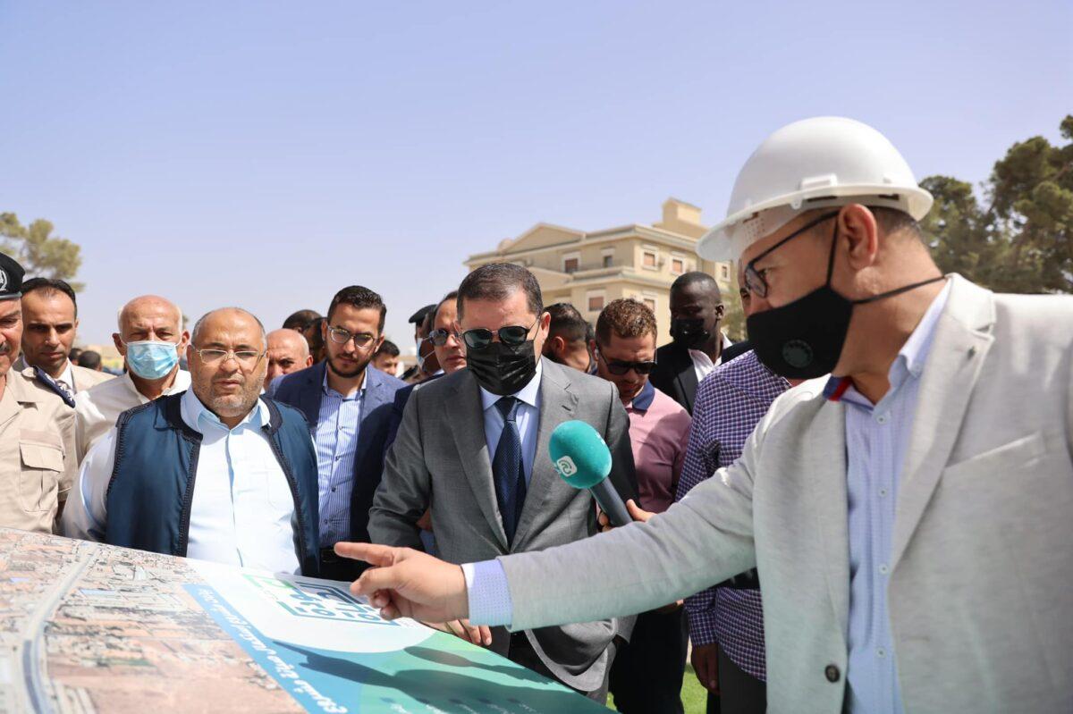 رئيس الحكومة يتفقد مشروع صيانة طريق الكريمية – السواني
