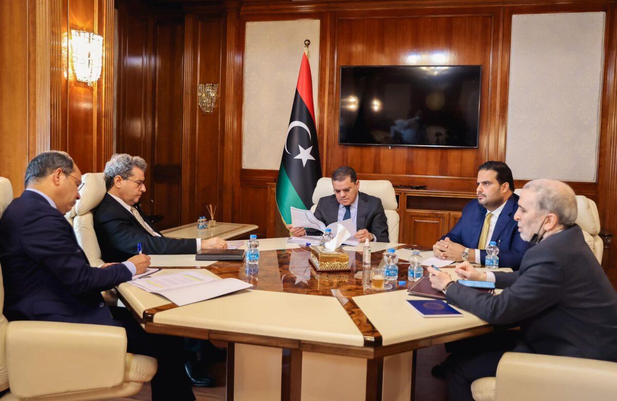 رئيس الحكومة يعقد اجتماعاً لمتابعة شؤون النفط