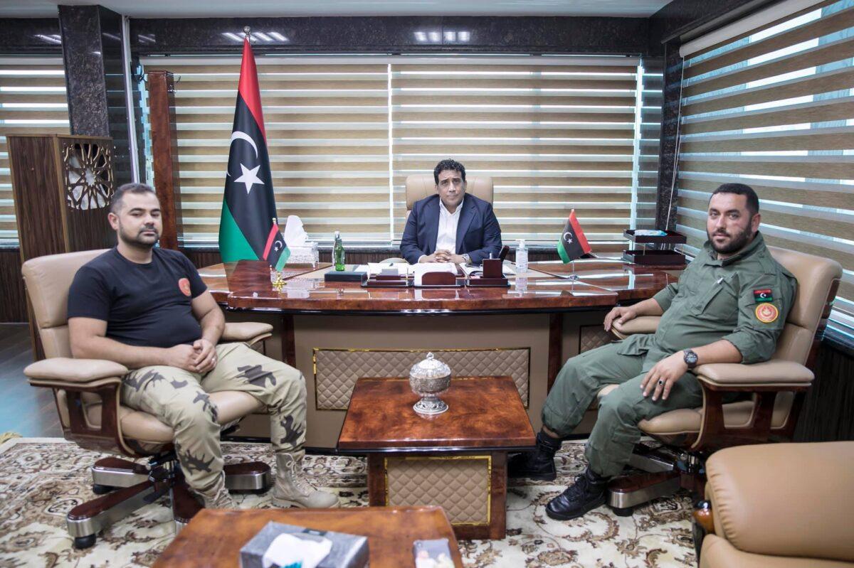 رئيس المجلس الرئاسي يستعرض مهام الكتيبة 166
