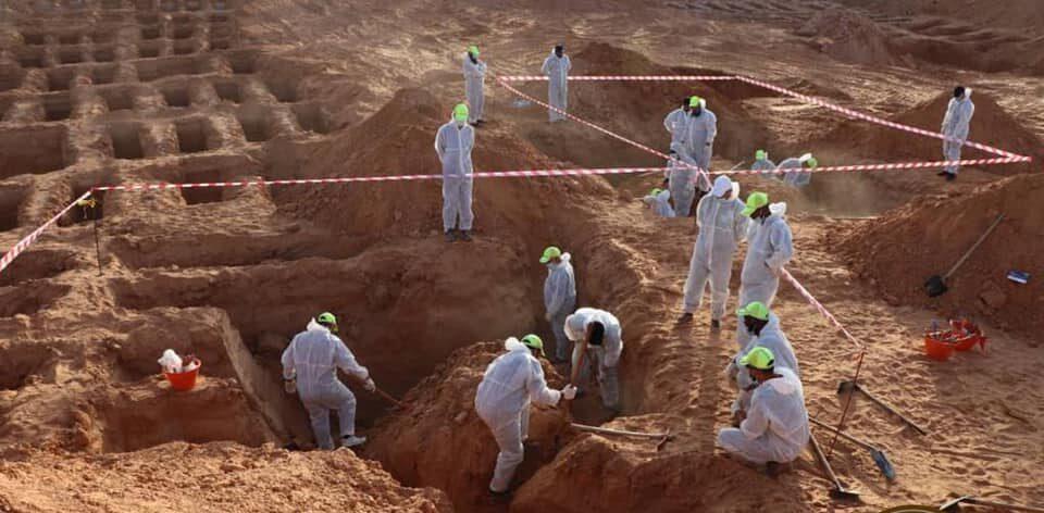 صور.. انتشال 5 جثث من مقابر جماعية جديدة في ترهونة