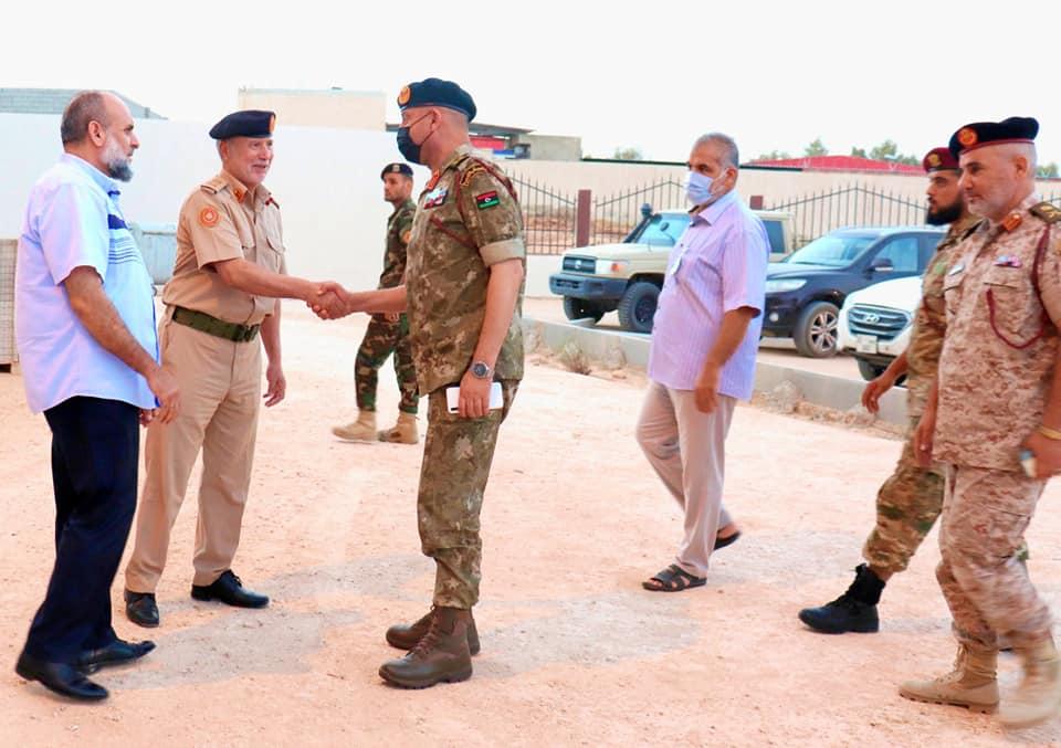رئيس الأركان يتفقد المؤسسات العسكرية والأمنية في الزنتان