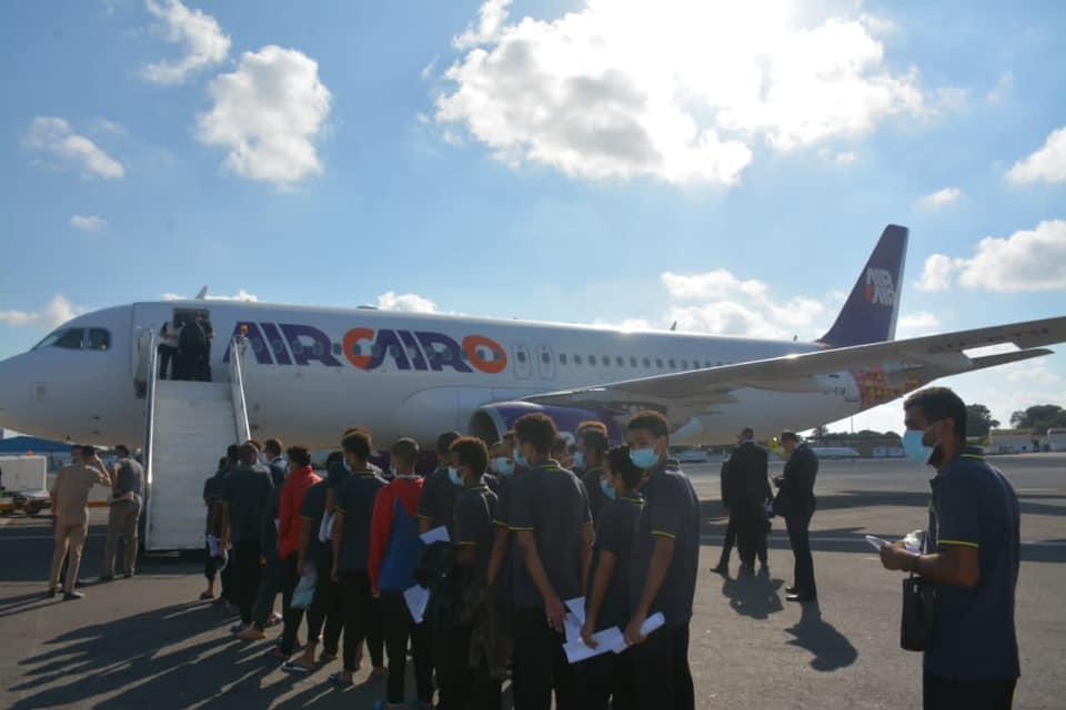 ترحيل عشرات المهاجرين عبر مطار معيتيقة