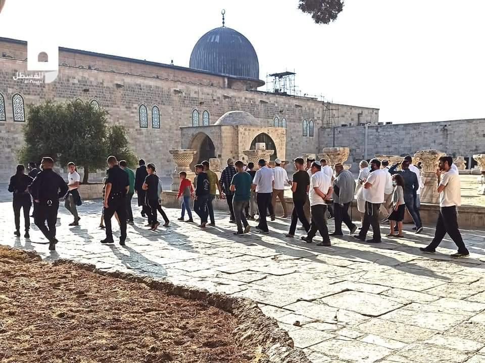مئات المستوطنين يقتحمون المسجد الأقصى المُبارك