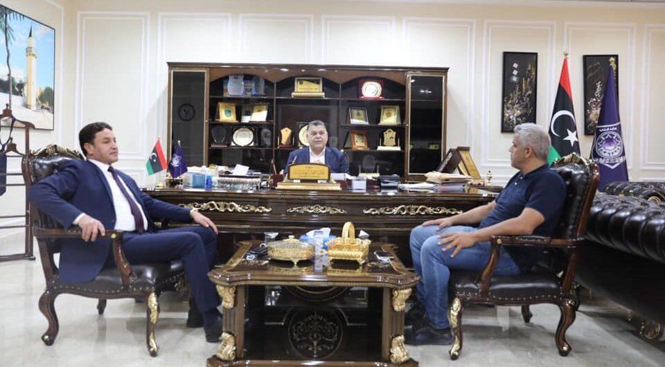 وزير الداخلية يستعرض الأوضاع الأمنية ببلدية زليتن