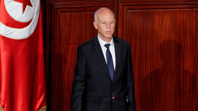 رئيس تونس يُلغي حظر التجول في البلاد