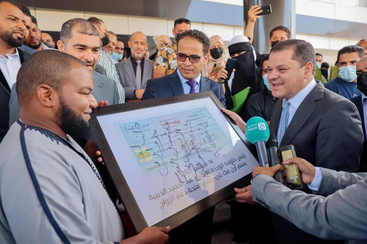 «منحة الزواج».. هل ستكون الخطوة الأولى في توزيع الثروة على الليبيين؟!