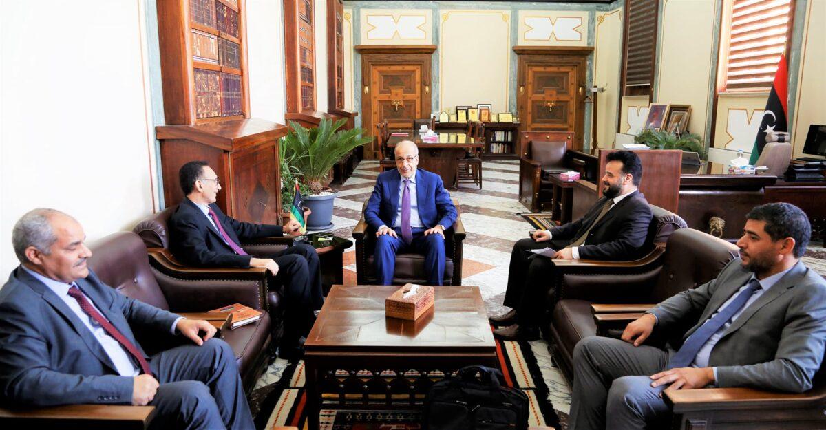 المركزي يُناقش مع وزارة الاقتصاد خطة تمويل المشروعات والأنشطة