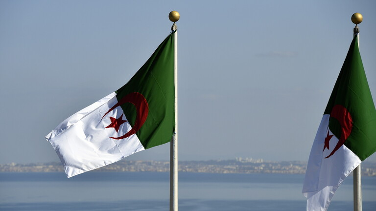 الجزائر تُغلق مجالها الجوي أمام الطيران العسكري الفرنسي
