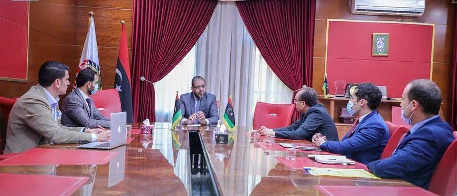 مباحثات لتسهيل حصول الجاليتين الليبية والتونسية على لقاحات كورونا