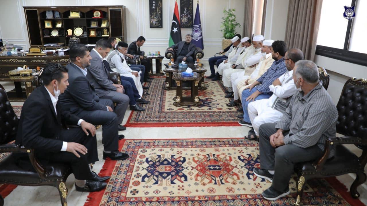 وزير الداخلية يستعرض الأوضاع الأمنية بمنطقة القلعة