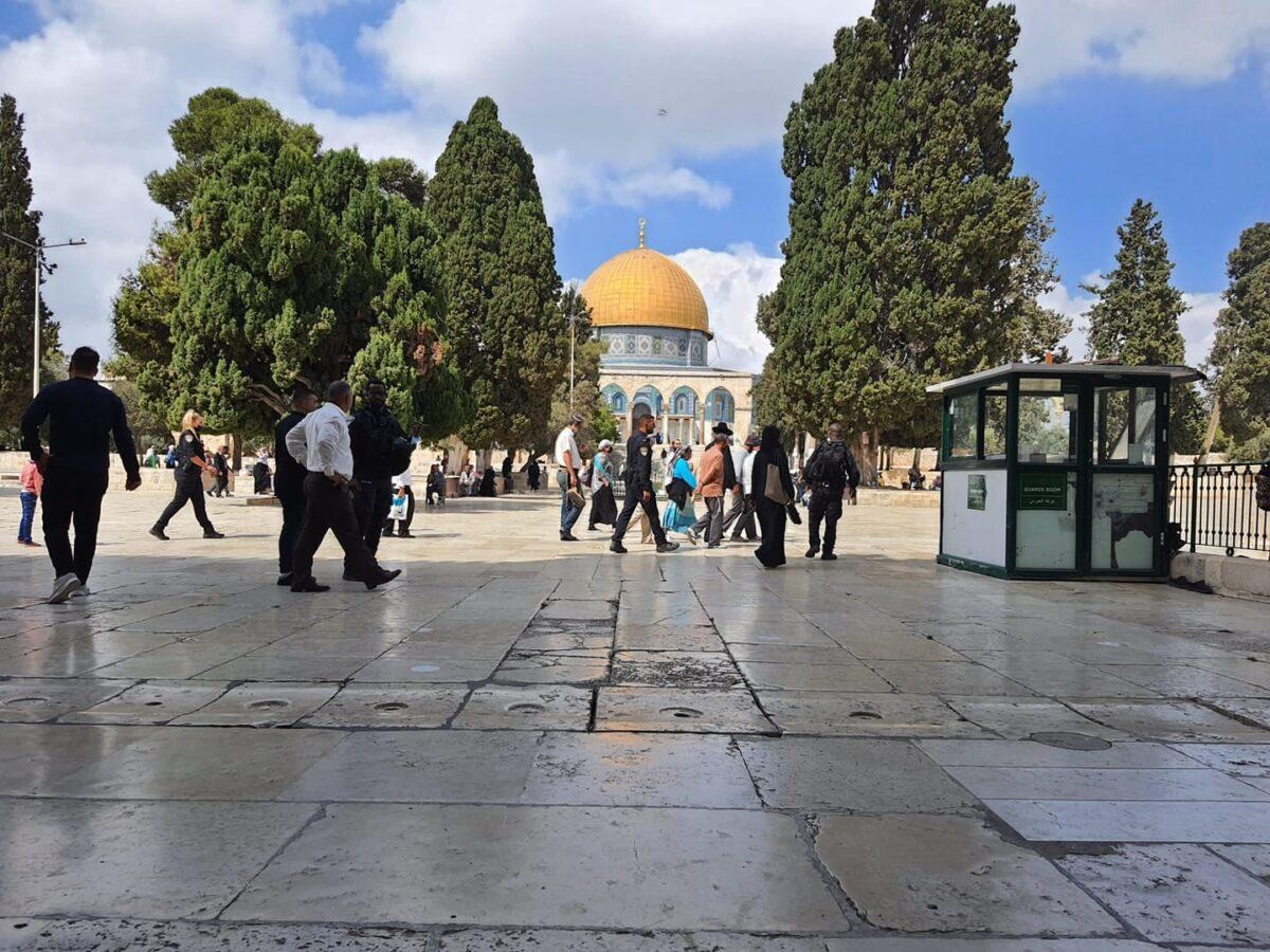 عشرات المستوطنين يقتحمون المسجد الأقصى المُبارك