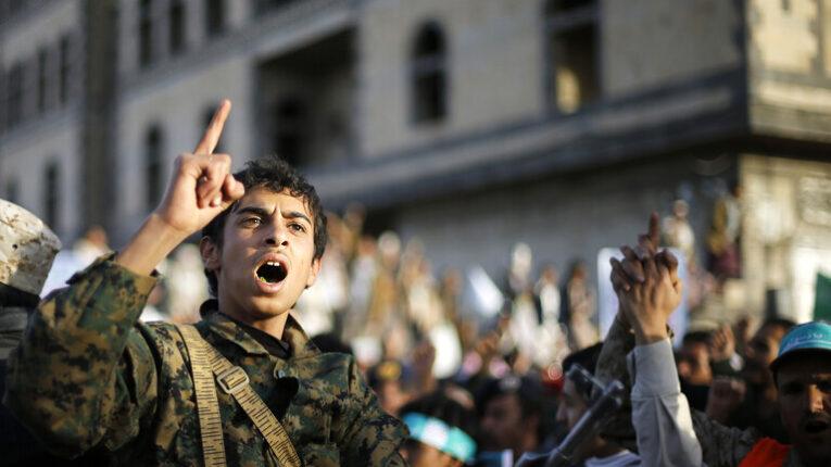 إحباط هجمات للحوثيين في البحر الأحمر