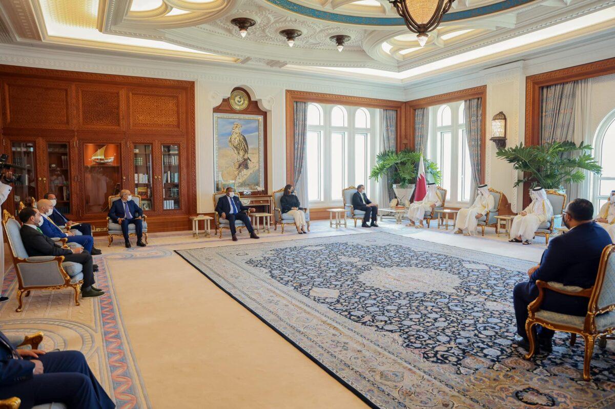 أمير قطر يستقبل رئيس حكومة الوحدة الوطنية