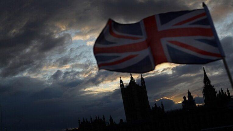 بريطانيا.. البطالة تنخفض إلى 4.5% في الربع الثالث من العام الجاري