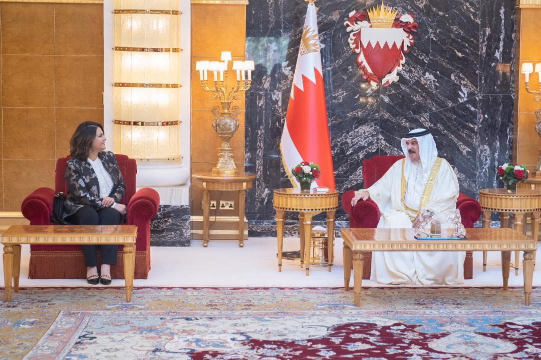 ملك البحرين يستقبل وزيرة الخارجية الليبية